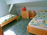 Ložnice v patře - chalupa k pronajmutí Lenora - Zátoň