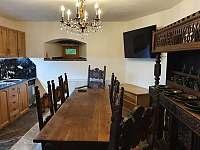 Nová gotická kuchyně s televizí - pronájem chalupy Rohanov