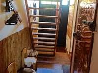 Chodba se schodištěm