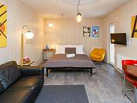 Postel a sofa - apartmán k pronájmu Svitavy