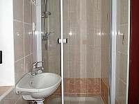 koupelna v patře - pronájem chaty Bílá Třemešná