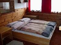 ložnice v přízemí - chata k pronájmu Bílá Třemešná
