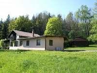 Chalupa a venkovní posezení - chata ubytování Bakov - Studnice u Náchoda
