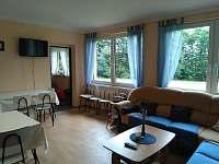 společenská místnost - chata k pronájmu Bakov - Studnice u Náchoda