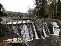 hráz rybníka Dolní Peklo - chata k pronajmutí Seč - Kraskov