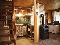 obývací pokoj s kuchyní - chata ubytování Strakov