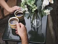 odpočinek u kávy