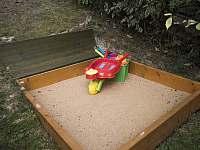 pískoviště - chata k pronajmutí Strakov