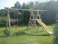 zahrada - dětské hřiště - pronájem chalupy Králíky - Horní Lipka
