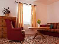 obývací pokoj - chalupa k pronajmutí Semín