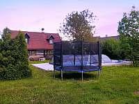 Roubenka s trampolínou - roubenka ubytování Litoboř