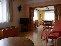 obývací pokoj - pohled na jídelnu - Chlumec nad Cidlinou