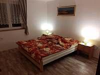 Ložnice s manželskou postelí a dvoupatrovkou - Prosíčka u Sečské přehrady