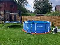 bazén a trampolína - Pěkov