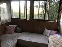 Druhá místnost dole, dvě postele - chata k pronajmutí Křížanovice