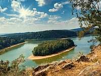 ostrov na přehradě - Seč