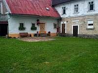 Dvůr - apartmán ubytování Machov - Nízká Srbská