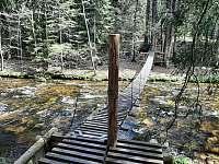 Most pro pěší přes řeku Zdobnici - chalupa k pronajmutí Rybná nad Zdobnicí