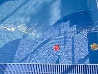 relax v bazénu se slanou vodou - Nové Město nad Metují
