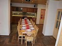 Kuchyň s jídelnou - chalupa ubytování Chrudim