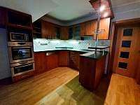 Kuchyň - apartmán č.2 (1.patro) - k pronajmutí Hlinsko