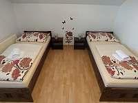 Pokoj č. 2 se samostatnými postelemi - apartmán ubytování Bílé Poličany