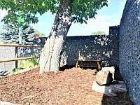 Apartmány Nasavrky - posezení u dětské zóny - k pronájmu
