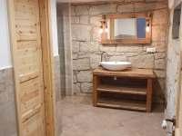 Společná koupelna pro pokoje č.3 a č.4 - chalupa k pronájmu Zdoňov