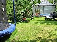Zahrada s trampolínou a bazénem - Police nad Metují - Hlavňov