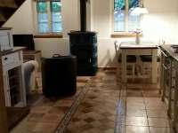 pohled do hlavní obývací místnosti - chalupa k pronájmu Paseky u Proseče