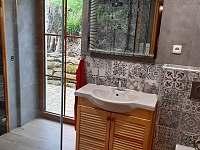 Dolní koupelna se saunou - chalupa k pronajmutí Žďárky