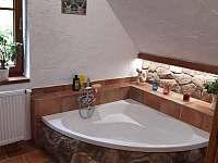 Horní koupelna s rohovou vanou - Žďárky