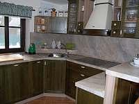 Kuchyně - chalupa k pronájmu Hlavňov