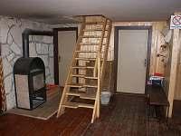 Krb a schody do druhého patra - pronájem chalupy Zábrodí