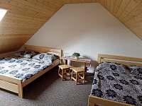 Podkrovní místnost - chalupa u rybníka - Choteč