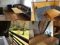 Obývací pokoj s kamny, jídelní kout a balkon s posezením - chata k pronajmutí Seč - Ústupky