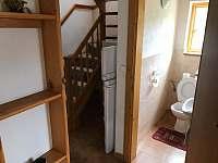wc dole, schody do patra - Svojanov