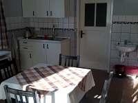 obývací kuchyně - chalupa k pronájmu Bohuslavice nad Metují