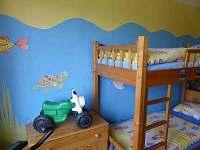 dětský pokoj s hračkami - ložnice pro čtyři osoby - Hajnice