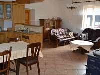 Kuchyň s obývákem většího bytu - rekreační dům k pronajmutí Hajnice