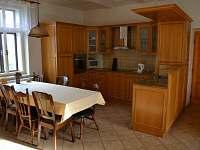 kuchyň ve větším bytě - pronájem rekreačního domu Hajnice