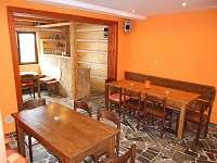 společenská místnost - chalupa k pronájmu Budislav