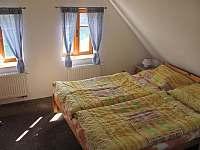 druhy pokoj v podkrovi - pronájem chaty Velke Petrovice