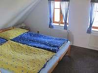 pokoj v podkrovi - chata k pronajmutí Velke Petrovice