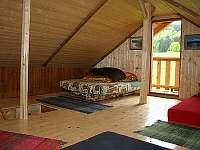 ložnice - dnes již je kolem průlezu dřevěné zábradlí