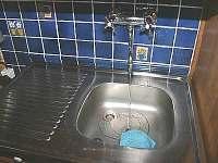 na srubu teče pitná voda