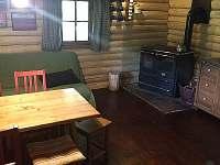 obytná místnost - srub k pronájmu Machovská Lhota