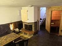 spol.místnost s krbem a saunou