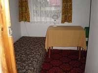 pokojíček s kruhovým oknem - přistýlka