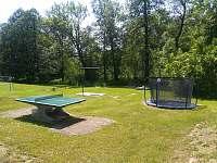 dětský koutek - stolní tenis - rekreační dům k pronajmutí Červený Potok